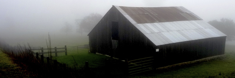 barn_and_fog